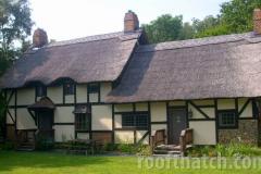 Anne Hathaway Thatch Cottage Replica (Bed and Breakfast in Staunton VA)